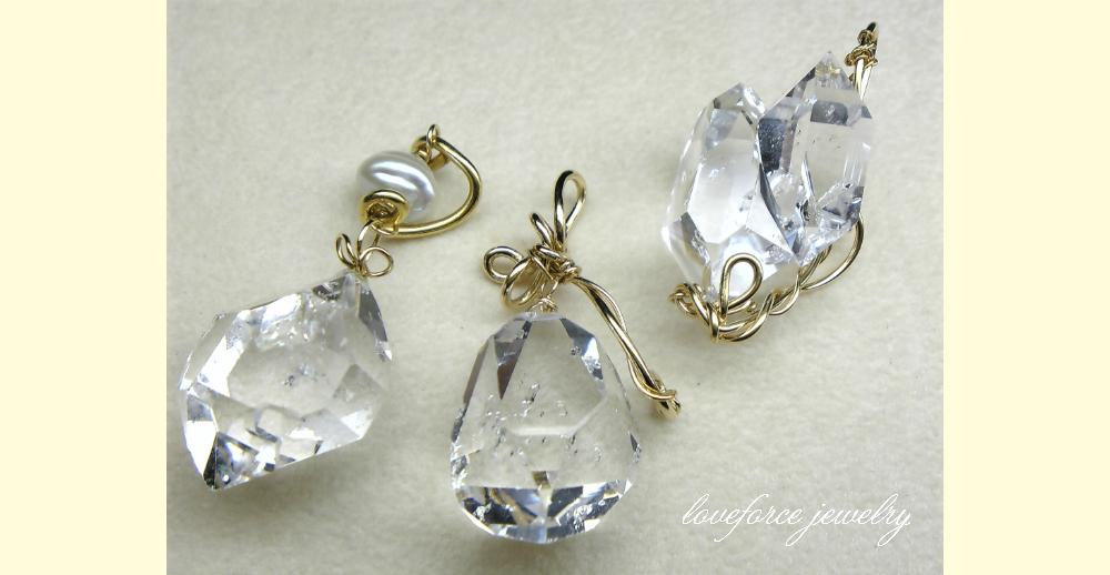 ハーキマー・ダイヤモンド・クリスタルのペンダントトップたち