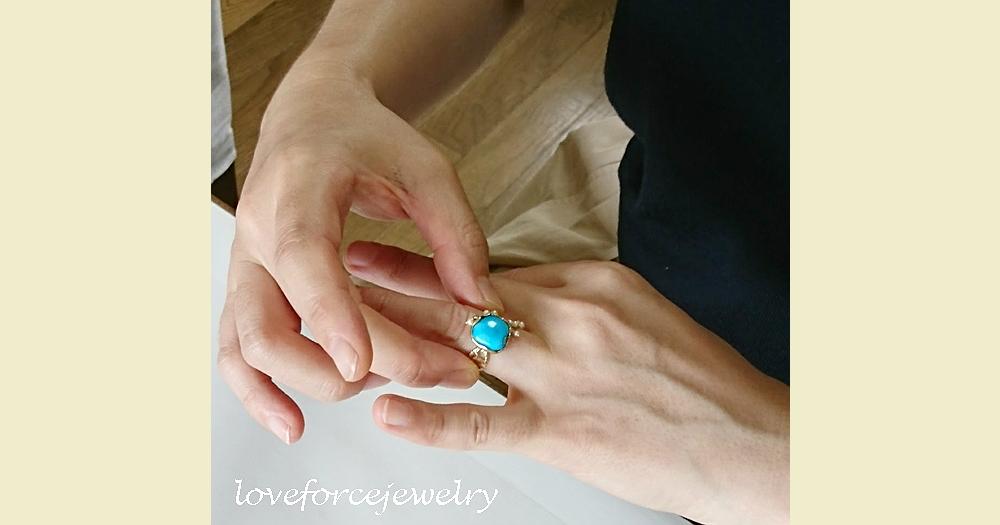 指輪をはめる瞬間!