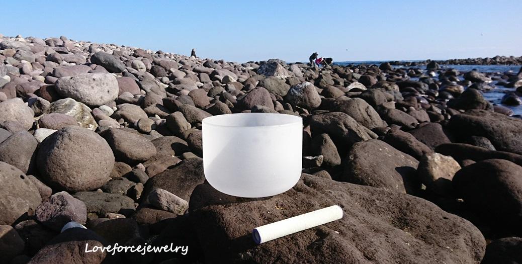 クリスタルボール日光浴 三ツ石海岸